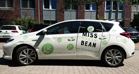 schrift-bild-potsdam_Toyota-Avis-Miss-Green-Bean